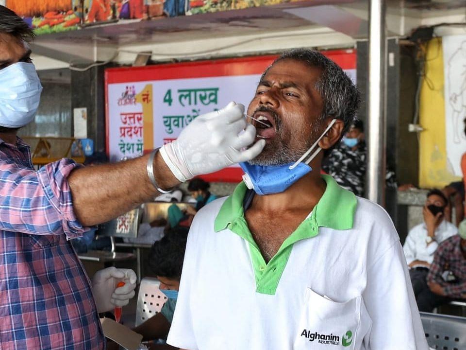 Covid-19 Updates: भारत में कोरोना 13,058 नए मामले, पिछले 24 घंटे में 164 की मौत